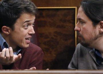 Pablo Iglesias (R) and Inigo Errejon