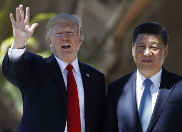 Donald Trump (L) and Xi Jinping at the Mar-a-Lago estate in West Palm Beach, Florida, on April 7