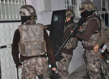 Over 700 Detained in Anti-IS Raids  in Turkey