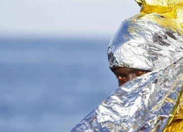 100 Refugees Missing After Boat Sinks