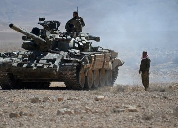 A Syrian Army tank heads toward the last bastion  of IS in Syria (File Photo)