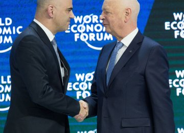 Alain Berset (L) and Klaus Schwab at the WEF on January 4.