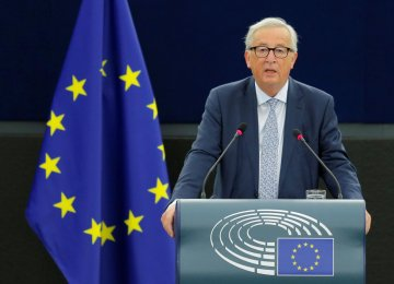Juncker: EU Must Grasp World Role as US Retreats