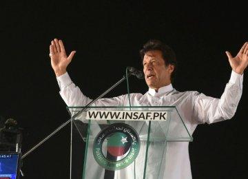 Imran Khan Eyes Victory in Pakistan Poll