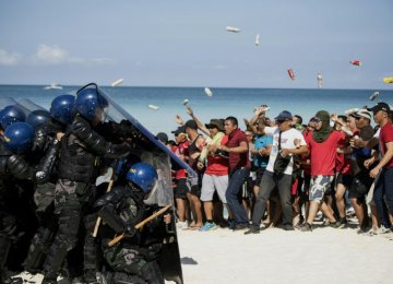 Philippines Police on Show of Strength as Island Closure Challenged