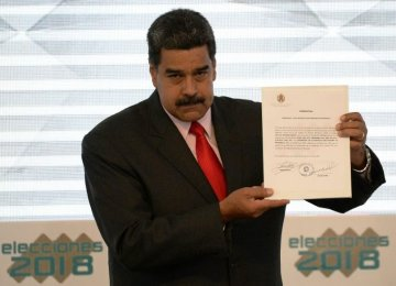 Venezuela Expels US Diplomats, Rejects Sanctions