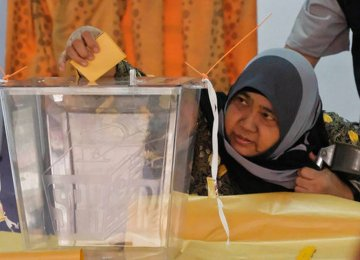 Malaysians Vote in Cliffhanger Election