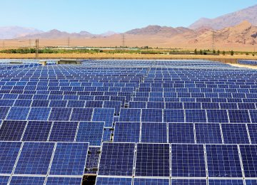 Rows of photovoltaic panels at Mokran Solar Power Complex in Mahan, Kerman Province (Photo: Javad Esmaeilzadeh)