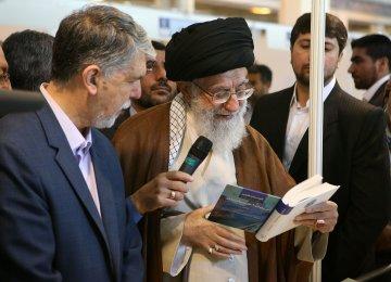 Leader Visits Int'l Book Fair