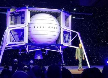 Jeff Bezos Unveils Blue Moon Lunar Lander