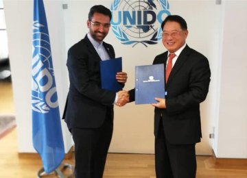Iran's ICT Minister, UNIDO Chief Sign Coop. Deal