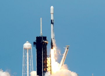 SpaceX Wins Pentagon Award for Missile Tracking Satellites