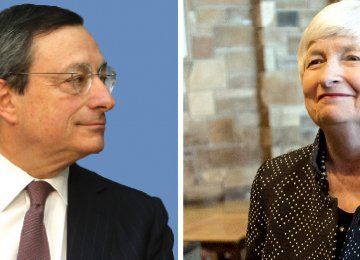 ECB president Mario Draghi (L) and Fed chair Jenet Yellen both defended post-crisis financial regulation  at the central bankers meeting in Jackson Hole, Wyoming, on Friday.