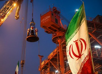 Iran's Economy to Shrink, Before Ascending in 2020: World Bank