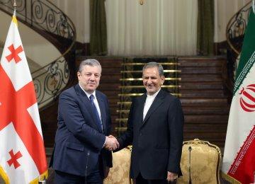 Georgian Prime Minister Giorgi Kvirikashvili (L) and Iranian Vice President Es'haq Jahangiri attend a press conference in Tehran on April 22.