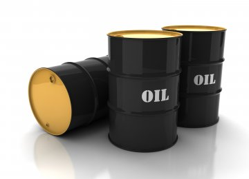 Oil Prices Fall, Focus Shifts to US Output