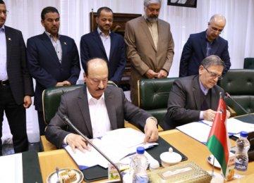 Central Banks of Iran, Oman to Maximize Ties