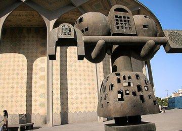 Iraqi Sculptor  Hails Iranian Art