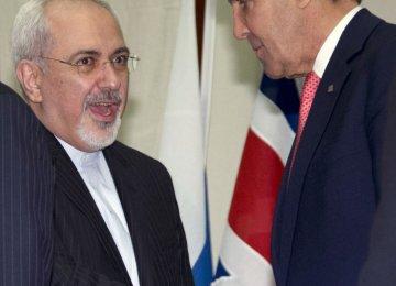 Zarif, Kerry Meet to Speed Up P5+1 Talks