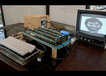 Early Apple Computer Auctioned for $905,000