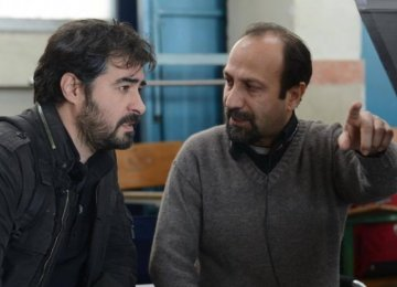 Asghar Farhadi (R) and Shahab Hosseini behind the scenes  in 'The Salesman'