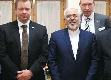 Zarif, Finnish MP Discuss Ties