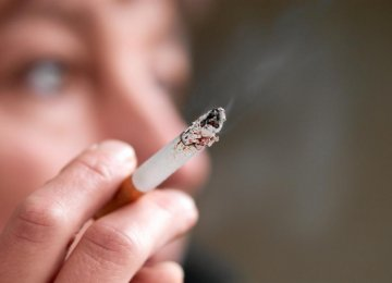 Moms' Smoking Alters Fetal DNA, Early Development