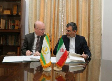 Iran, AU Agree to Cooperate to Promote Peace