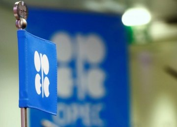 OPEC Points to Bigger 2017 Surplus as Output Jumps