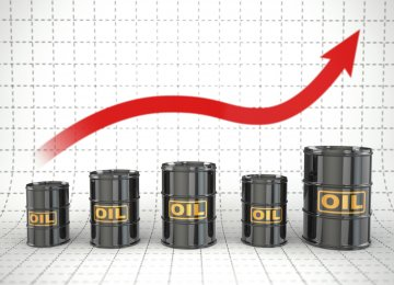 Oil Hovers Above One-Month Lows