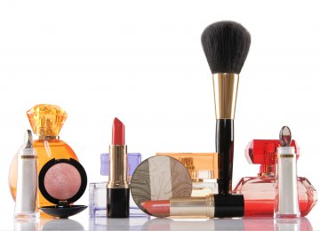 Iranians Spend $2.1b on Beauty Products Annually