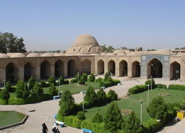 Ganjali Khan Square is strikingly similar in design to Isfahan's renowned Naqsh-e-Jahan Square.