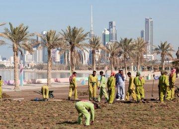 Kuwait Mulls 5% Tax on Expats' Remittances
