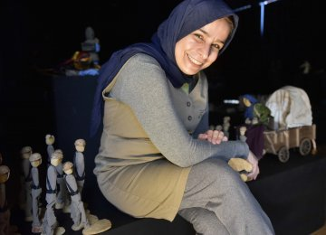 'A Dreamer From Iran' at Tolosa Int'l Puppet Center