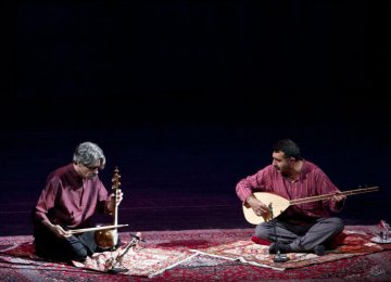 Kayhan Kalhor (L) playing kamancheh and  Erdal Erzincan with baglama