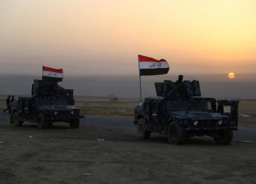 Iraqi security forces advance in Qayara, south of Mosul, to attack IS militants in Mosul, Iraq, on Oct. 18.