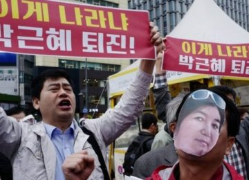 S. Korean President Orders 10 Advisers to Quit