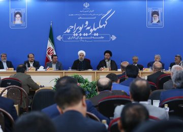 President Hassan Rouhani (4th L) addresses provincial officials in Yasouj on Aug. 15.