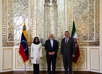 Zarif, Venezuelan Counterpart Discuss Ties