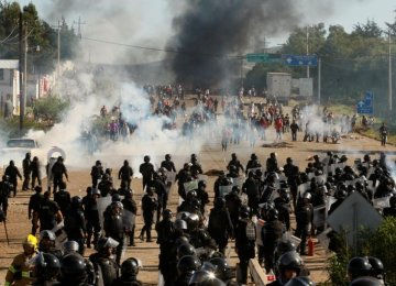 6 Killed in Mexico's Teachers-Police Clashes