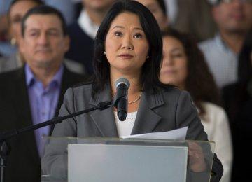 Peru's Fujimori Admits Election Defeat
