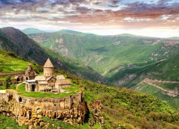 Armenia Agrees to Visa Waiver for Iranians