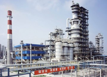 China's Crude Production Drops Most in 15 Years