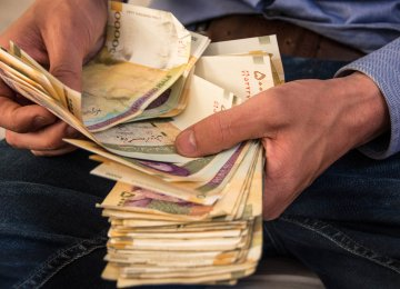 Private Banks' Debts to Central Bank Down 48%