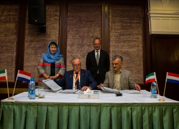 Dutch Deal for Building Greenhouses in Iran