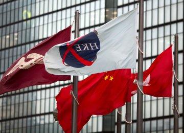Hong Kong Shares Fall on Weak Yuan, Brexit Fears