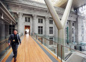 Singapore National Gallery Charms Visitors