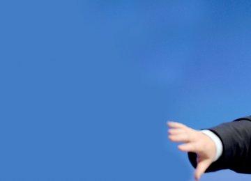 Johnson Halts Bid to Be UK PM