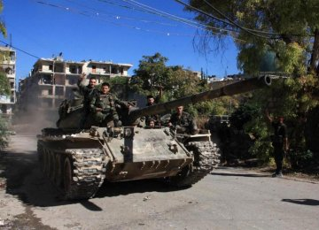 Syrian pro-government forces take part in an operation to take control of Aleppo's Suleiman al-Halabi neighborhood. (File Photo)