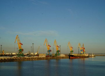 Kazakhstan's new seaport in the north of Aktau is capable of unloading 80,000 tons of grain simultaneously with new cranes.